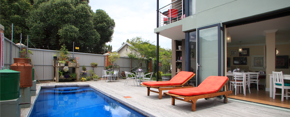 17onWellington, George - pool area